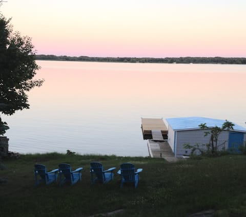 WATERFRONT COTTAGE-1000 ISLAND-ONT