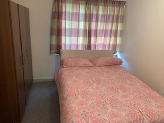 Sparkling clean double room in Stockton on tees