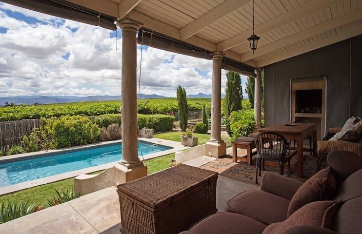 Obiekwa Cottage: a private oasis in the vineyards