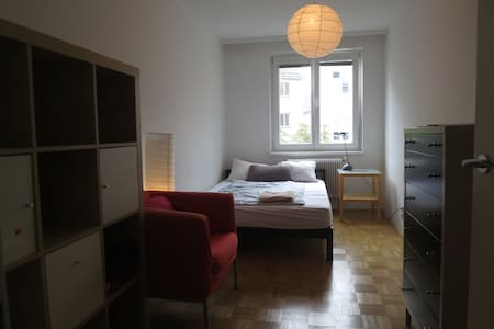 Cosy room in shared apartment near city center - Viena