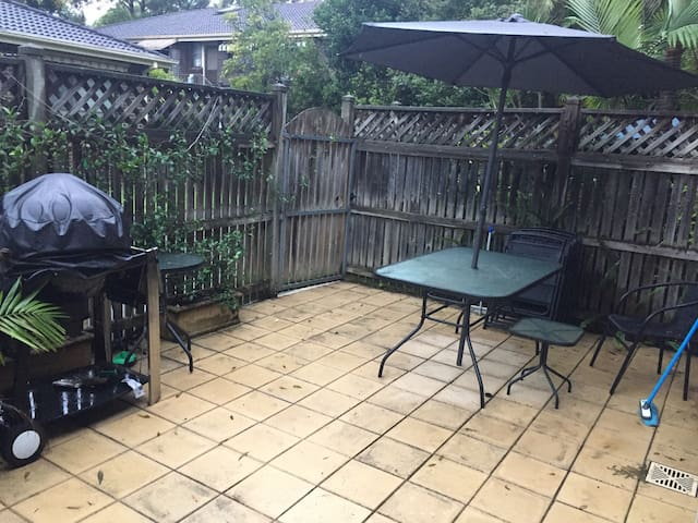 Townhouse with BBQ area!! - Marsfield - Huis
