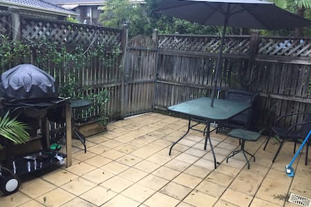 Townhouse with BBQ area!! - Marsfield - Haus