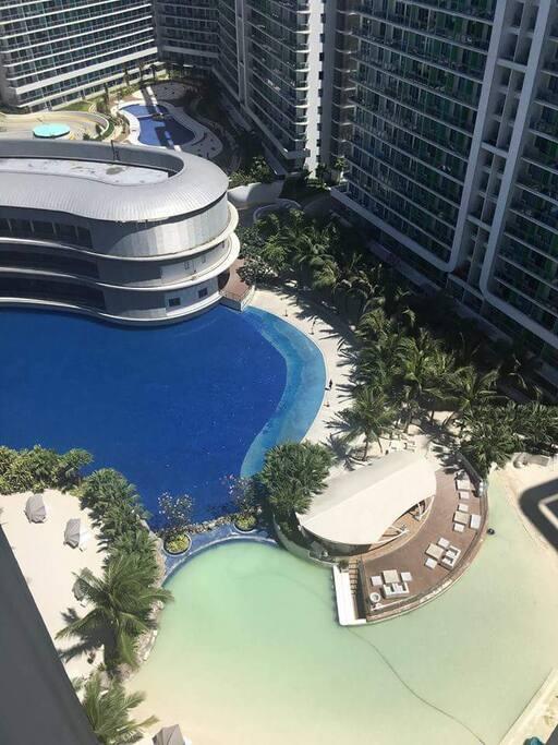 Beach pool