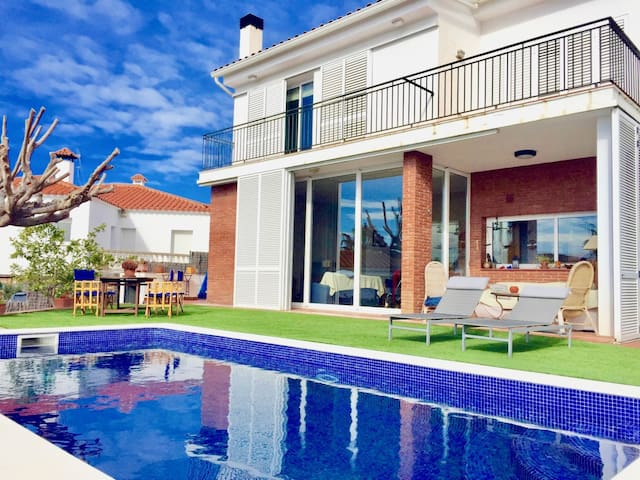 House in Canet de Mar with a large private garden and view of the beach.