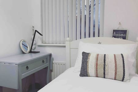 Lovely single room in Longbridge Birmingham