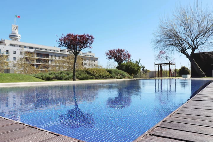 Pool and Garden Apartment Expo (Near the Airport)