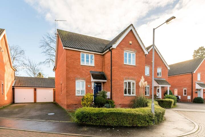'Swan Quay' 4 Bed Detached Home with Parking