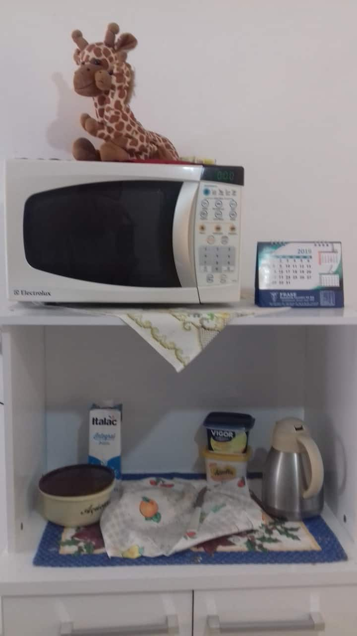 Quarto privativo. Cozinha,lavação banheiro Compr.