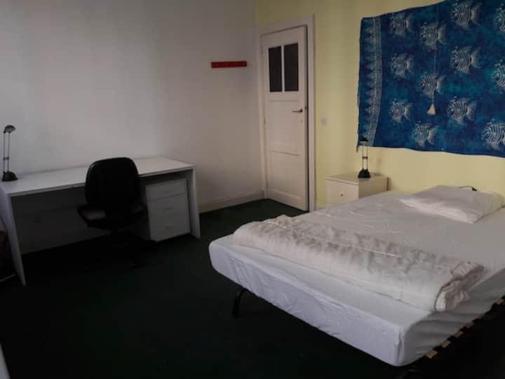 Grande chambre près de Mérode-Montgomery