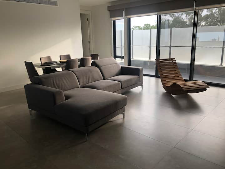 Entire House,Cheap 6 guests, Bus stop, Beach, Wifi