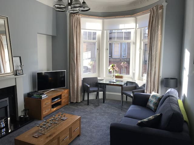 Spacious double room in south-side - Glasgow