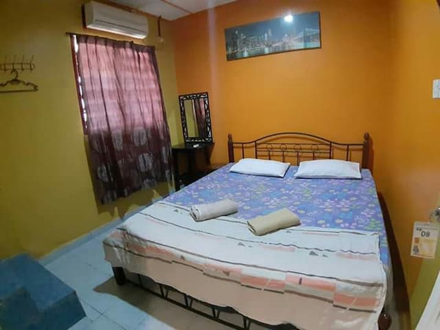 ROOM WITH PRIVATE BATHROOM 2MINS TO BEACH +KITCHEN