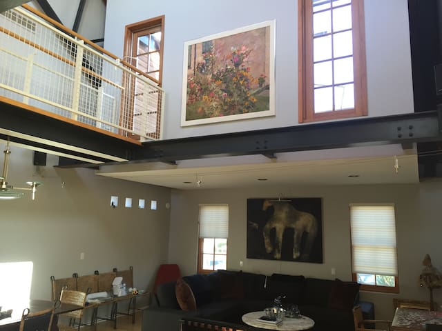 Awesome Contemporary Loft & Deck - Grosse Pointe Park - Apartment