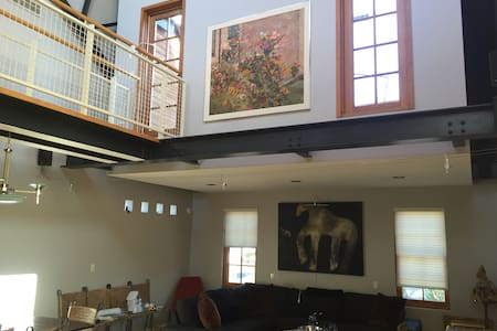 Awesome Contemporary Loft & Deck - Grosse Pointe Park