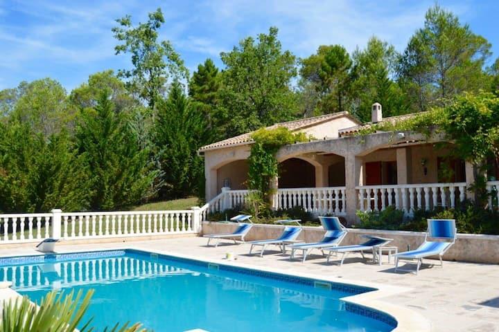 «Bastide du Baudisset» villa à St Paul en Forêt