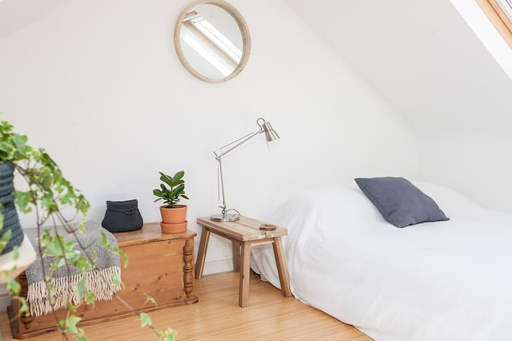 Light and Airy, Private Attic Room