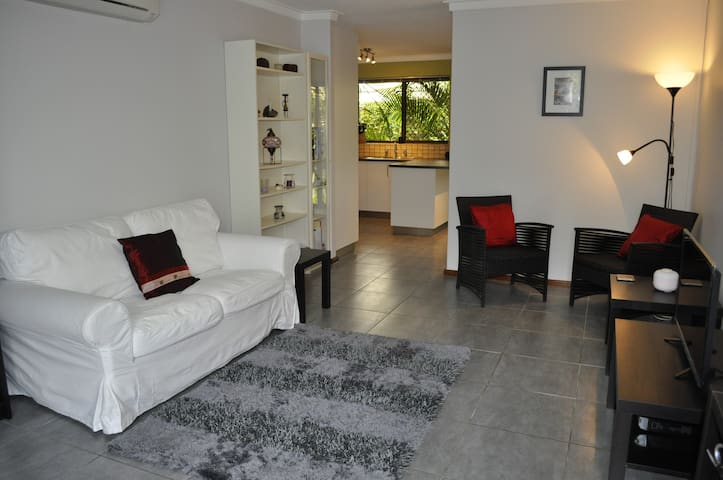 SECLUDED 2 BED VILLA STAY 1 NIGHT OR 1 YEAR - Tuart Hill - House