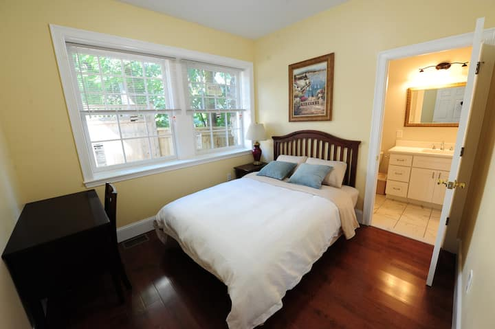Cozy quiet room E (NearBU/Fenway/Downtown/HMS)