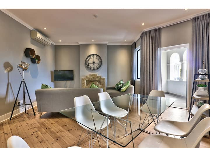 A Stylish Apartment in the Heart of Green Point