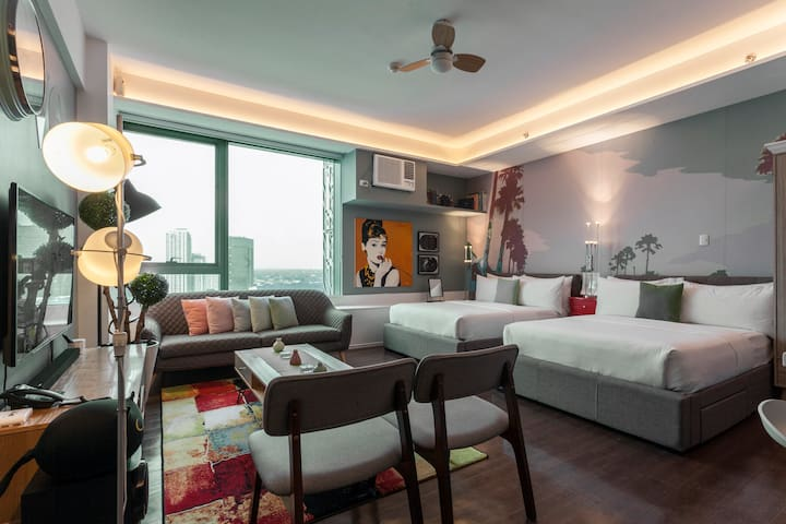 Posh Entrata SOHO Suite—Festival Mall view