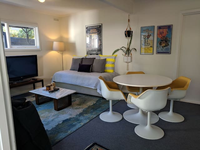 Lounge with Single Daybed & Dining Space