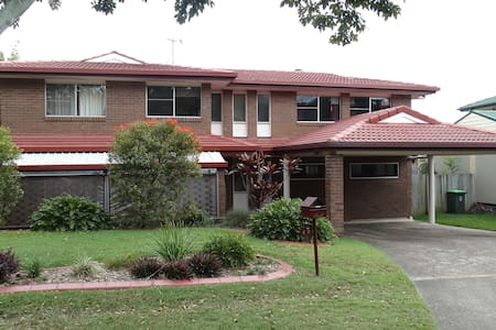 4BR hse, roomy, pool, centrally located. - Everton Park