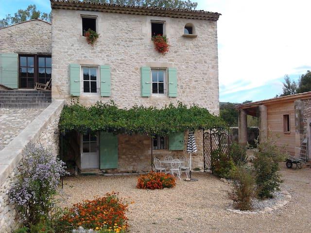Bastide en Provence, avec piscine écologique