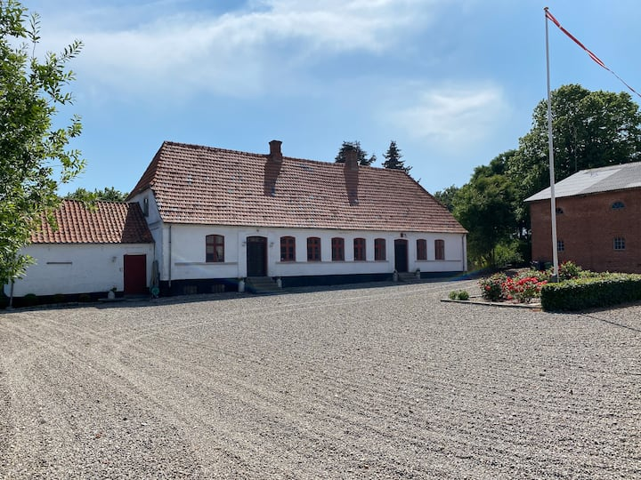 200 m2 spacious country house incl. spending