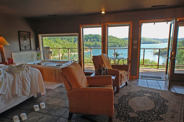 Private, Lake View Jacuzzi Suite