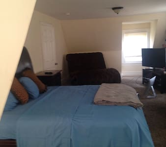 Oversized Master Suite near NYC - East Orange - Bed & Breakfast