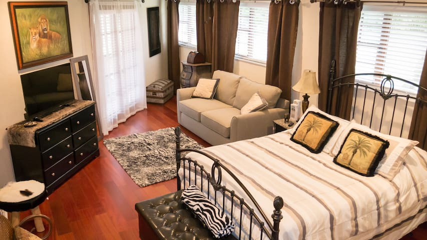 Restful Safari Suite-Mansion- gardens❤