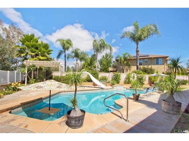 Beautiful house with pool in Temecula 3Be/2.5ba