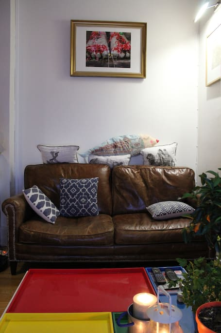 Salon chaleureux et convivial, équipé TV et chaine hifi