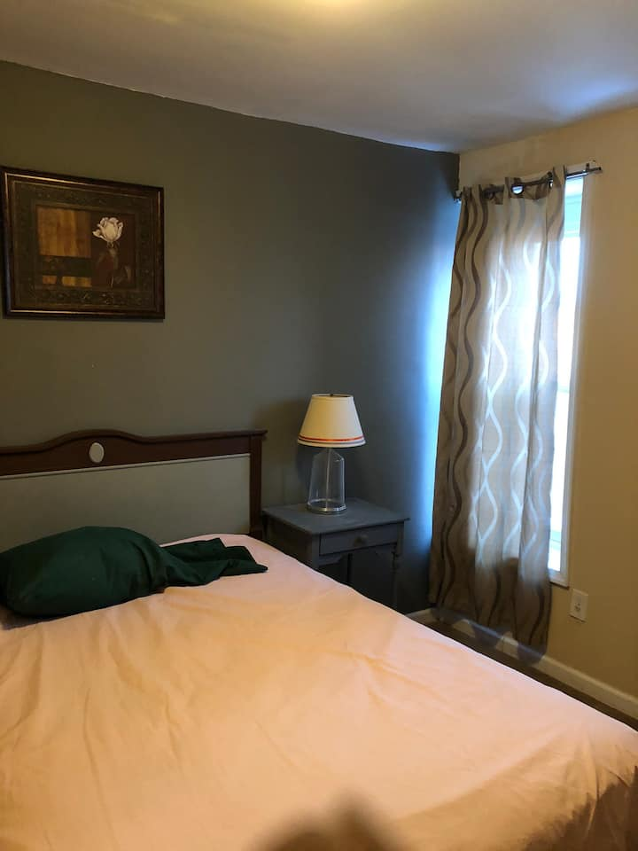 Elegant Room w/bathroom and kitchenette