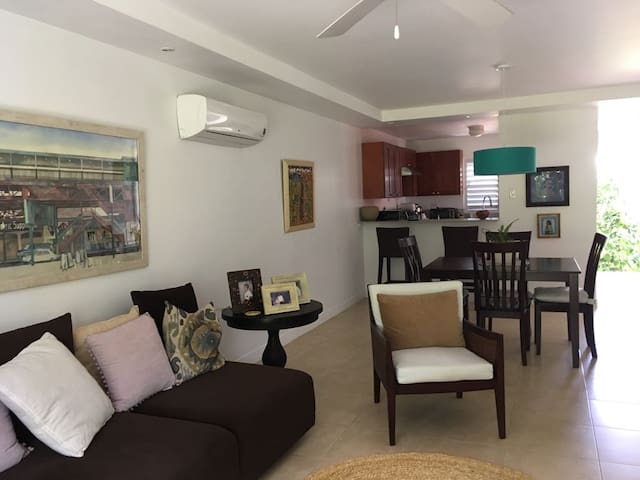 Comfortable 2 Bedroom 15 minutes from the Beach - Reading - Apartment