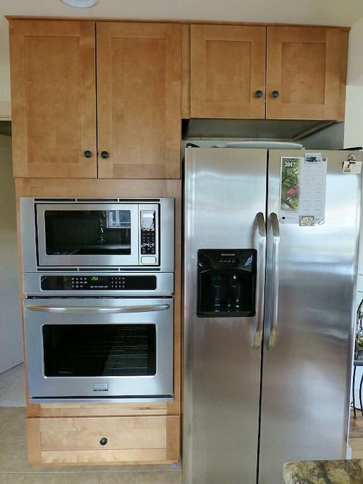 Kitchen has all new stainless steel appliances!