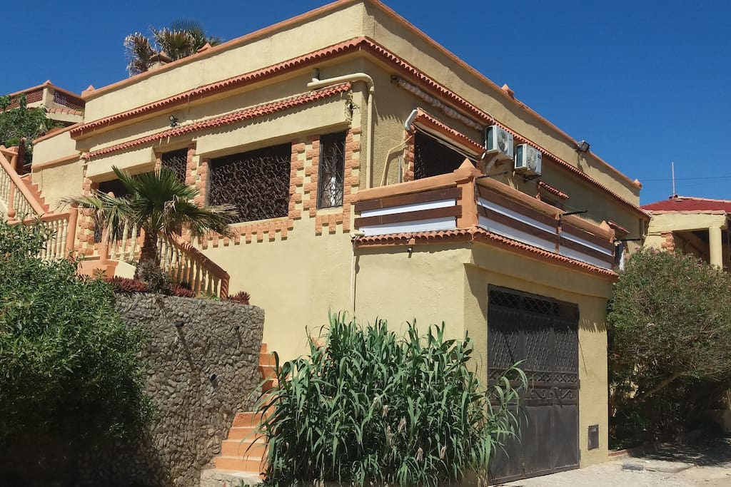 Maison standing au bord de mer houses for rent in oran for Chambre a coucher oran