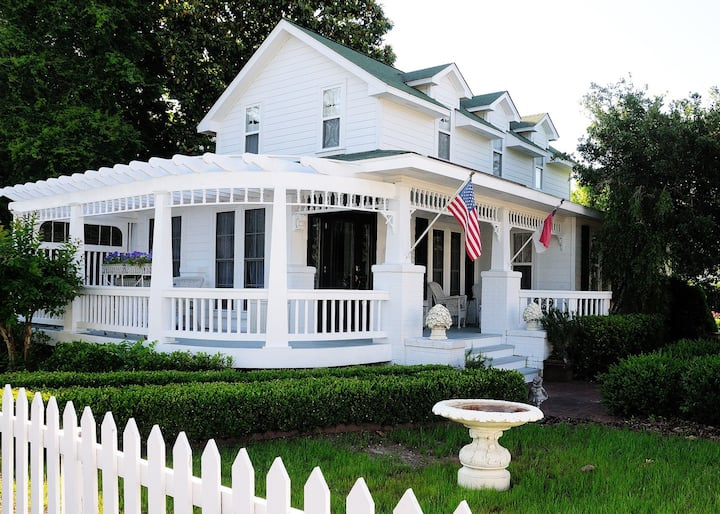 Magnolia Cottage IN historic old town manteo