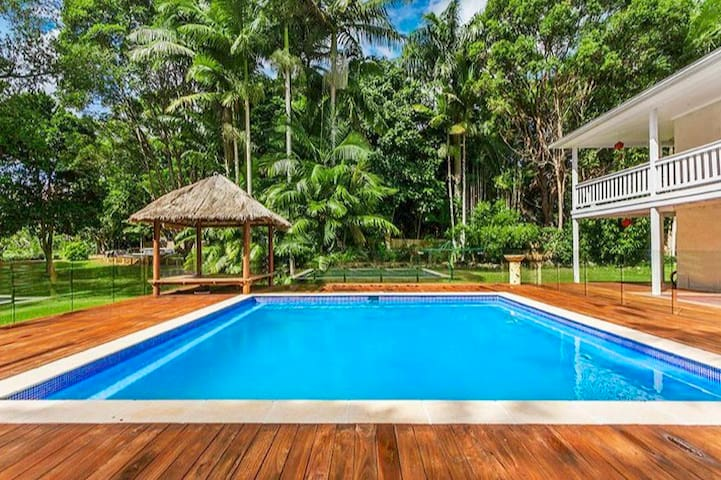 Tropical Poolside Oasis, Byron Bay