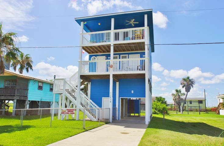 Attitude Adjustment is a great beach-side house located in Sunny Beach!