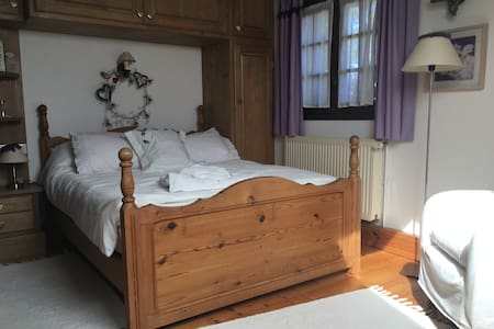 Charming bedroom in renovated farm - Villy-le-Pelloux