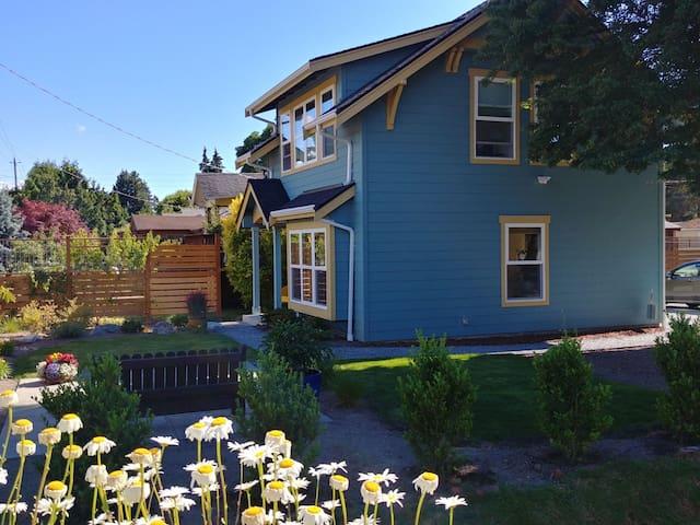 Comfy Craftsman Cottage