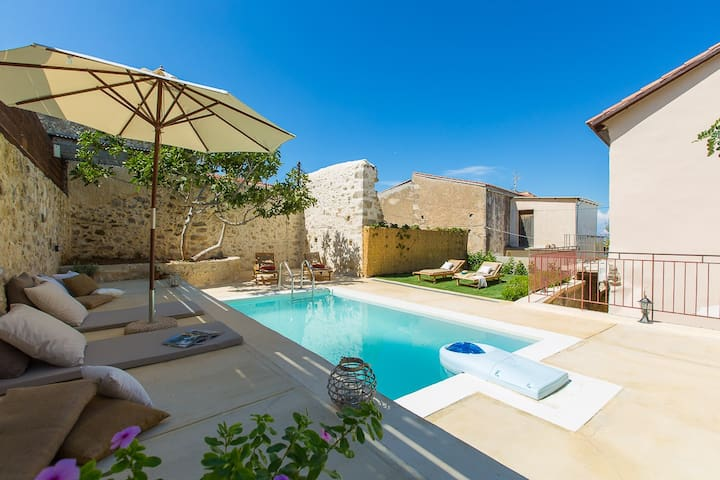 Spend your day in the pool and relax completely!