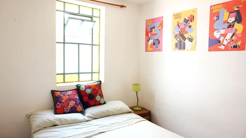 COZY ROOM IN ARTISTS RESIDENCY