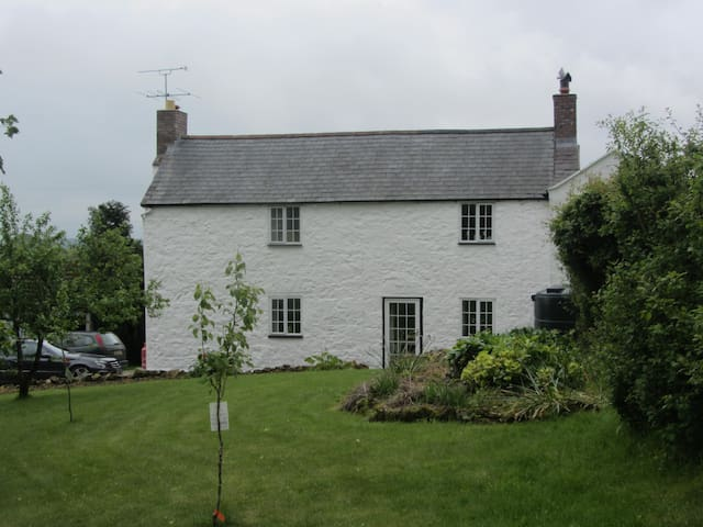 Beautiful 4 bedroom 19th Century Farmhouse
