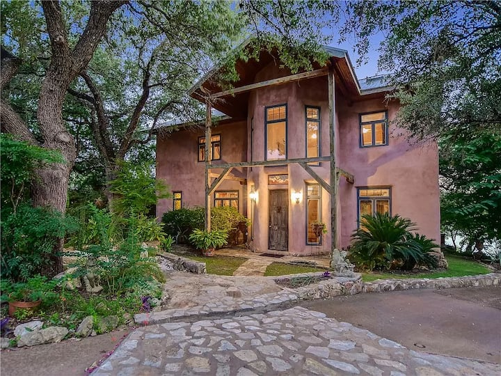 Luxury Straw Bale Home, Lake Travis