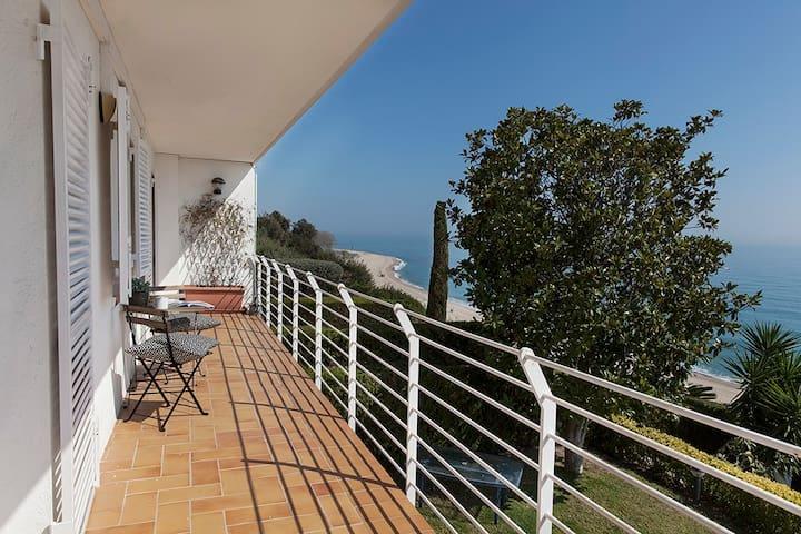 SPACIOUS VILLA with SEA VIEWS & 2 POOLS Sleeps 8 - Sant Pol de Mar - House