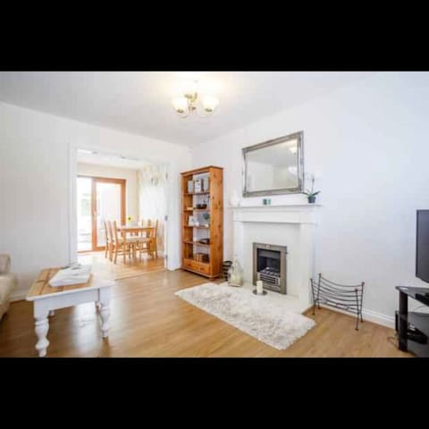 Entire house in lovely Barton Hills, Luton.