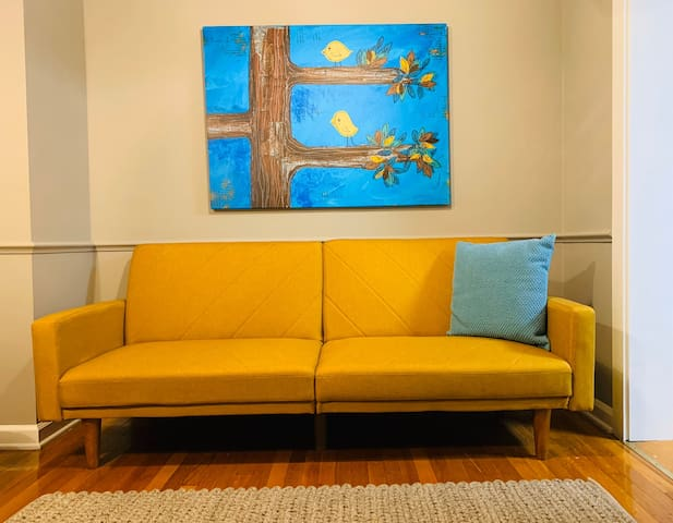 Yellow Bird Suite - near airport and downtown