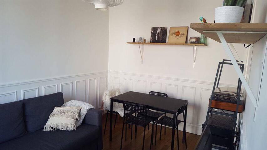 Appartement 2 pièces 35 m2 dans Paris 14 ème.